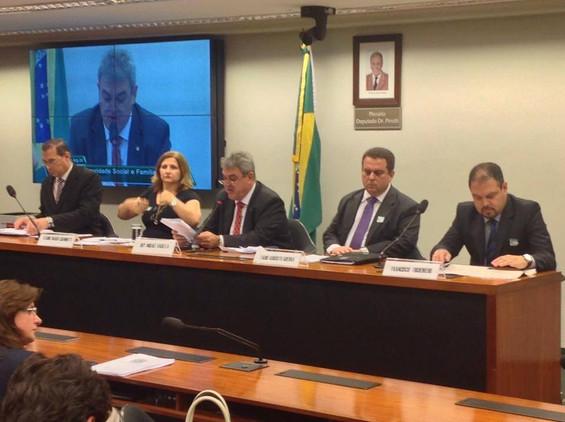 Deputado Misael Varella preside audiência pública sobre reajuste da tabela do SUS