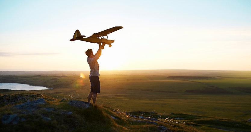 Hombre que se prepara para volar un avión