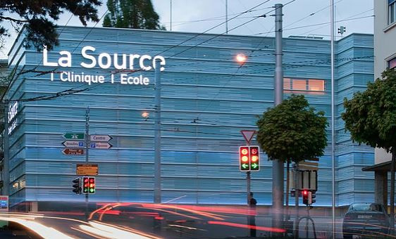 Marché pashminas Clinique de la Source