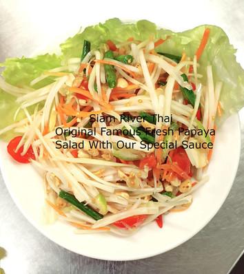 Famous_Fresh_Thai_Papaya_Spicy_Salad_Sia