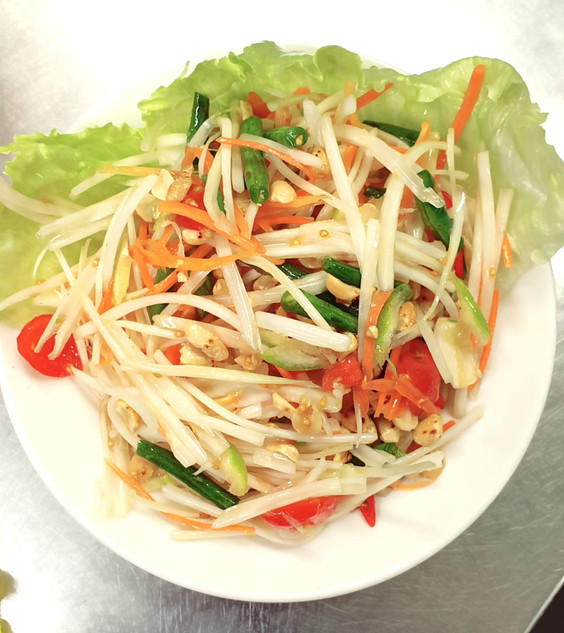 Famous_Fresh_Thai_Papaya_Spicy_Salad_Sia