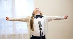 """Ayla Schwartz sings """"Live Out Loud"""""""