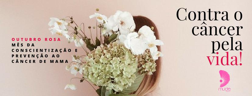 Mulher com buquê de flores no rosto em um fundo rosa