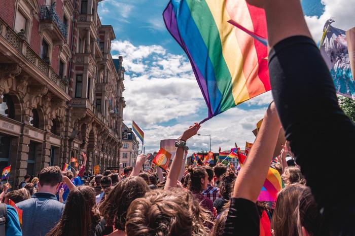 Depoimentos sobre a experiência profissional da comunidade LGBTQIA+