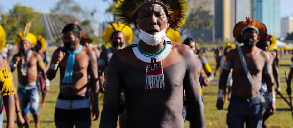Mais de 700 indígenas de diferentes povos marcham a Brasília contra a PL490/2007
