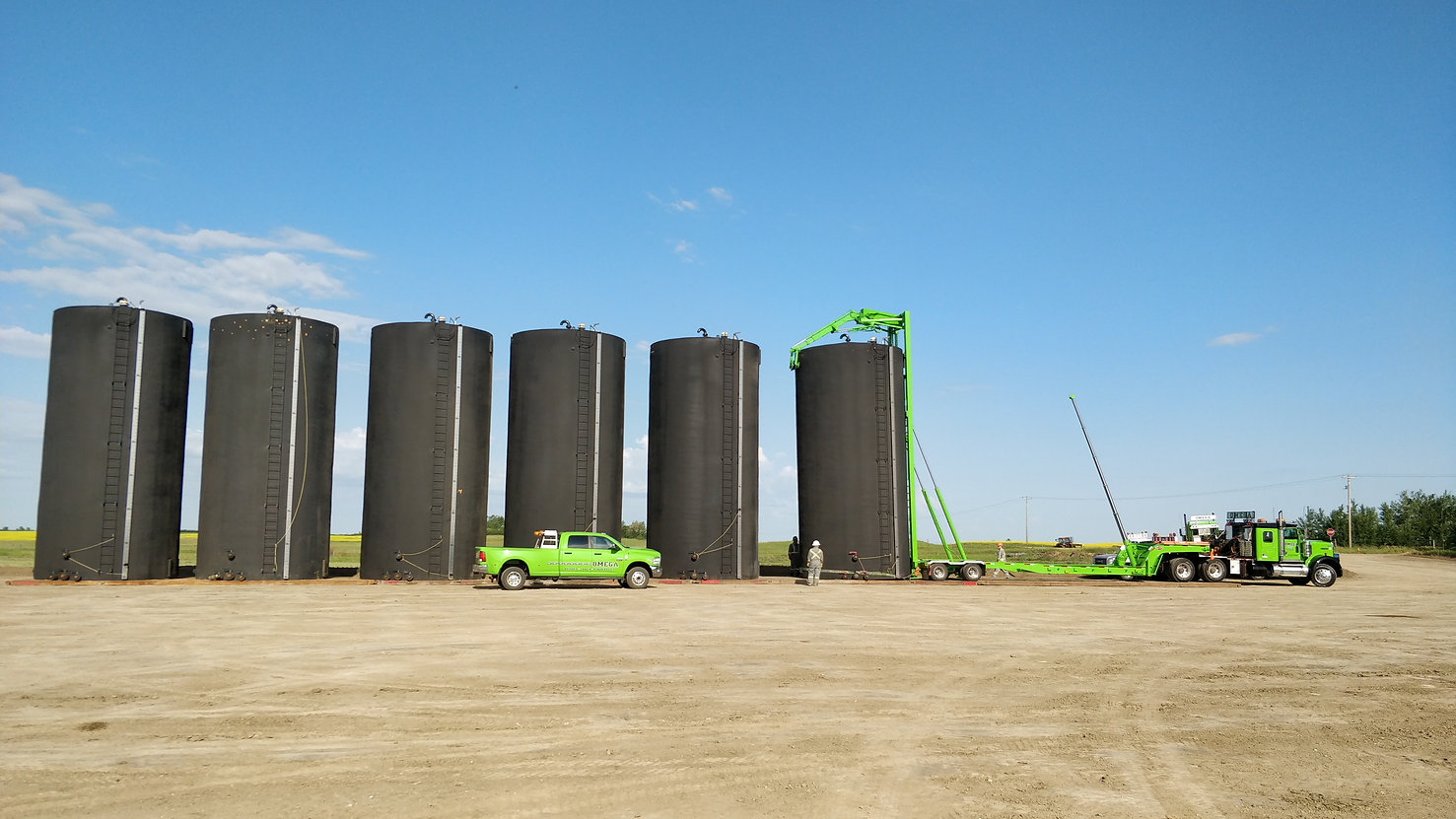 rig moving, savana 435 mud tank in southern alberta with kenworth bed truck