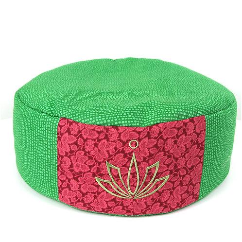 Yogakissen grün mit Stickerei Lotusblüte