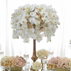 Blush pink and white perfection.💍 Reception centerpiece. (#Orchid + #Rose)_._._._