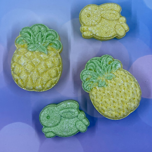Pineapple bath bomb