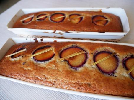 עוגת שזיפים מדהימה עם ניכוח אסייטיוכמובן טבעונית