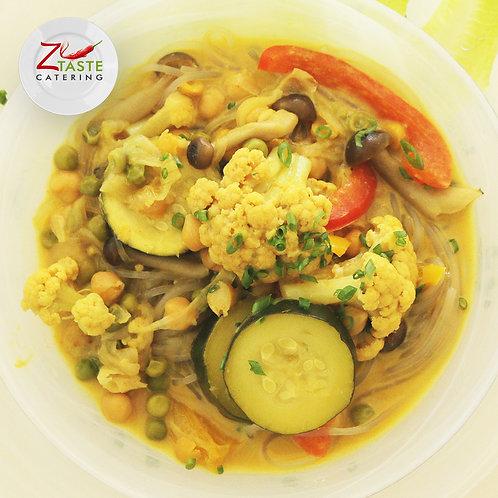 תבשיל קארי תאילנדי על בסיס אטריות שעועית