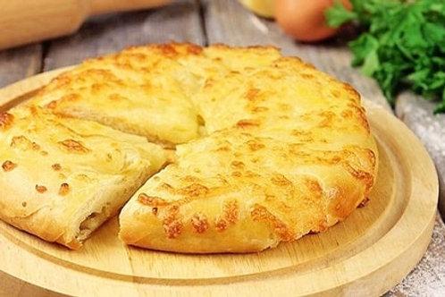 חצ'אפורי - מאפה גרוזיני מטוגן במילוי גבינת סויה ביתית, בצל ירוק ושום