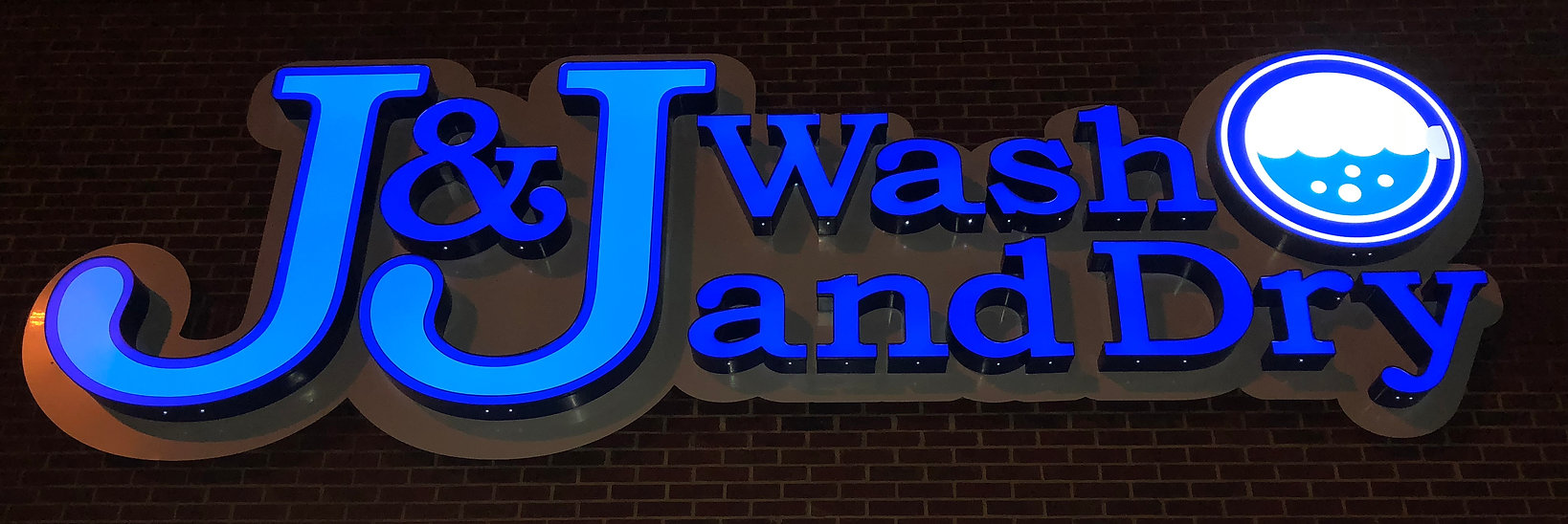 Best Dallas coin laundry laundromat and laundry service bulk wash Lavanderia