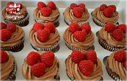 raspberry cupcakes1