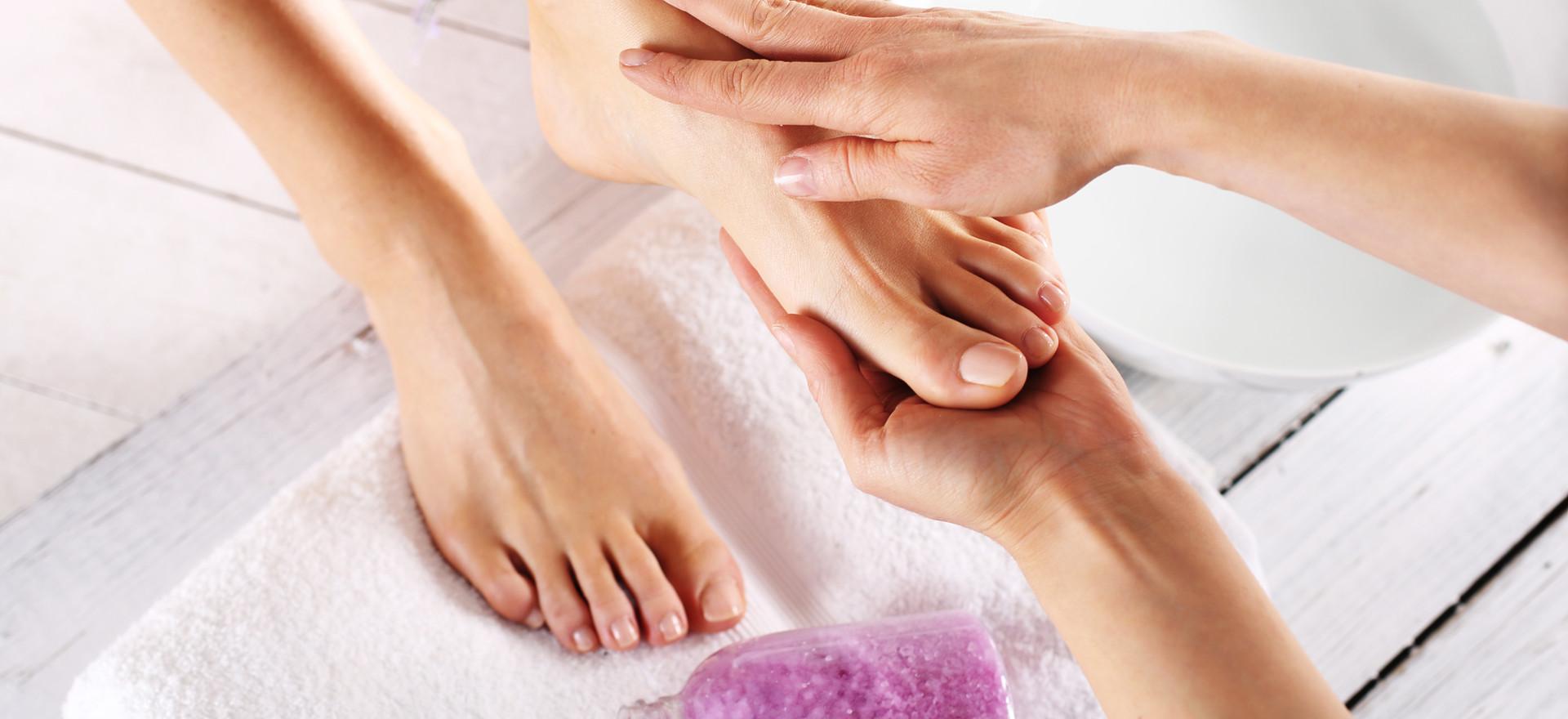 Massage pieds, mains, tête