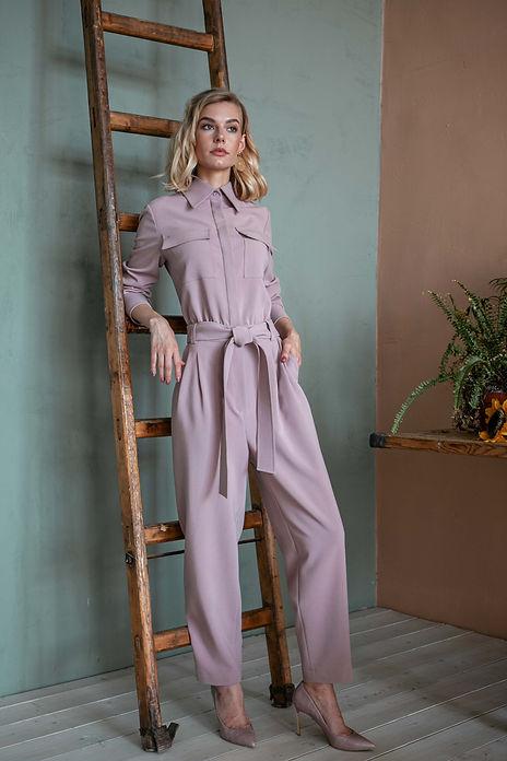 Комбинезон с карманами и поясом цвета пудры пошив на заказ в ателье Къявэ
