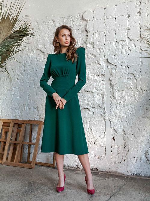 Платье с высоким плечом