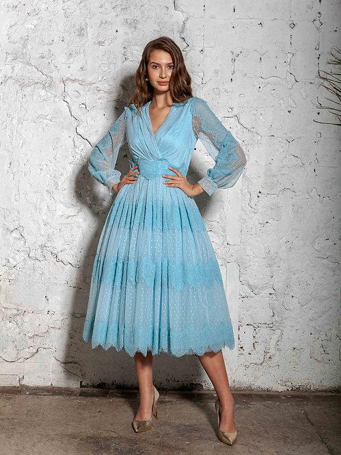 Платье с кружевом голубое
