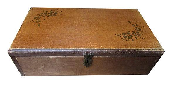 Caixa em madeira envelhecida