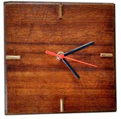 Relógio em madeira