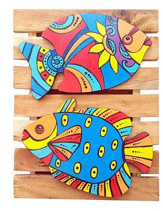 Peixes em madeira