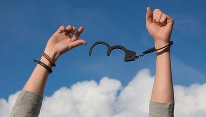 freedom-handcuffs-hands-247851.jpg