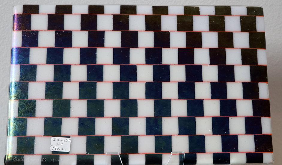 Flat Plate Black/White Checkered Illusion