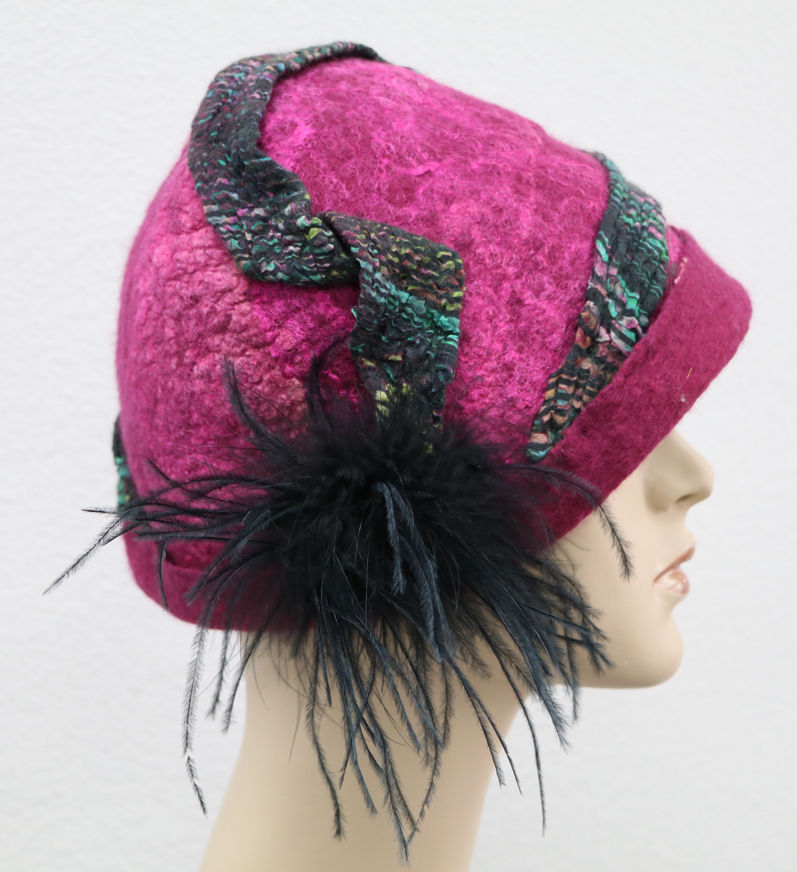 Fuchsia hat with trim