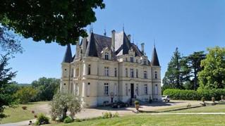 Installation de vitraux hier au château de Marieville à Bonneuil Matours 86210