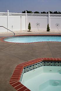 quality fiberglass pool builder