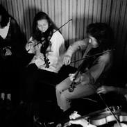 Teresa Heanue and Deborah Simon playing in Hillery's pub 1995.