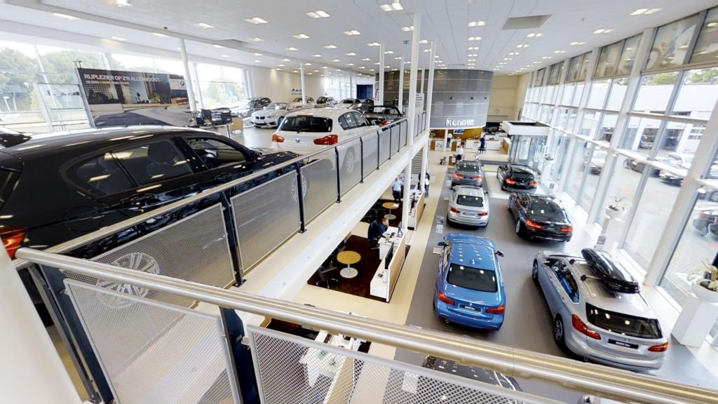 SHOWROOM VOITURE 4.jpg