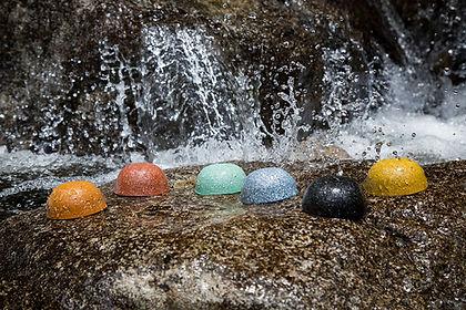 Orgonites na cachoeira