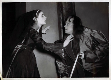Marius Goring as Richard III and Yvonne Mitchell as Lady Anne in Shakespeare's 'Richard III' 1953