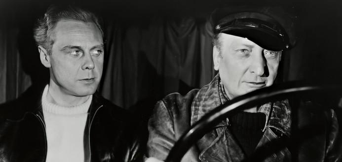 Marius Goring as Kurt Willbrandt and Hans Albers as Heinrich Schlüter