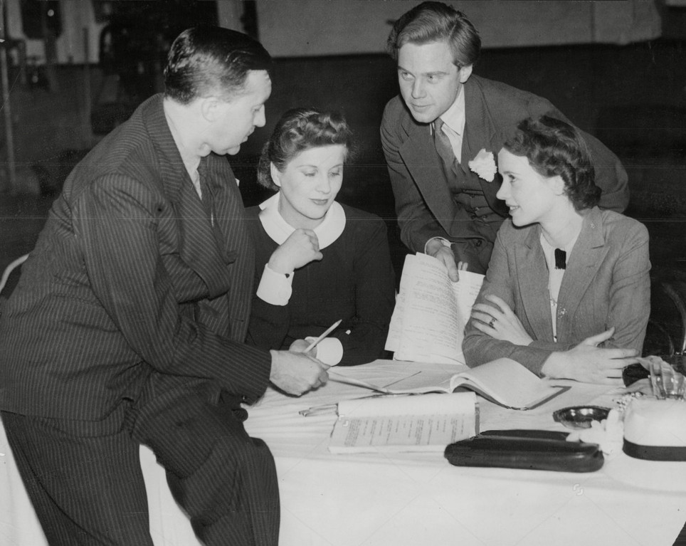 Marius rehearsing The Ante-Room with co-stars Diana Wynyard, Jessica Tandy & director Guthrie McClintic 2 July 1936