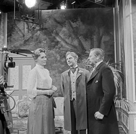 Hilde Weissner as Lady Chiltern, Marius Goring as Viscount Goring and Paul Henckels as Lord Caversham