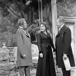 Marius Goring as Viscount Goring, Maria Körber as Mabel Chiltern and Paul Henckels as the Earl of Caversham