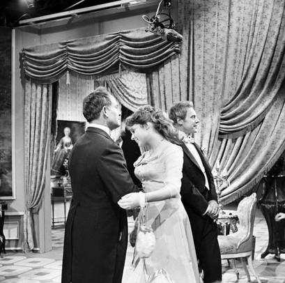 Florent Antony as Vicomte de Naujac, Maria Körber as Mabel Chiltern and Marius Goring as Viscount Goring