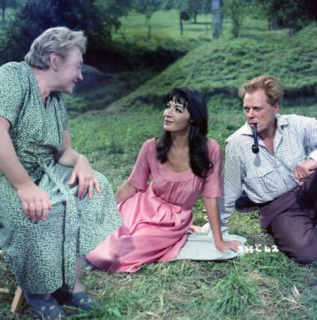 Lily Kann as Mrs Steen, Juliette Gréco as Lora and Marius Goring as Georg