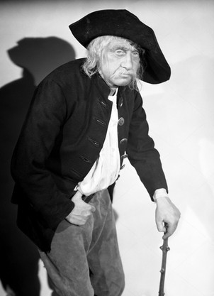 Marius Goring as Sir Percy/The Scarlet Pimpernel in disguise as an old man in Episode 6 'Something Remembered'