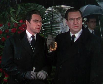 Marius Goring as Alberto Bravano and Edmond O'Brien as Oscar Muldoon