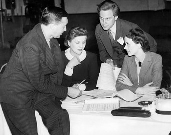 Diana Wynyard, Jessica Tandy and Marius Goring rehearsing 'The Ante-Room' with director Guthrie McClintic 2 July 1936