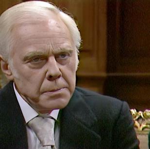 Marius Goring as Magnus Bronsky