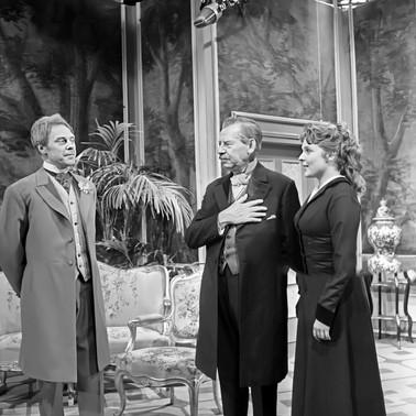 Marius Goring as Viscount Goring, Paul Henckels as the Earl of Caversham and Maria Körber as Mabel Chiltern