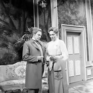 Hilde Weissner as Lady Chiltern, Marius Goring as Viscount Goring