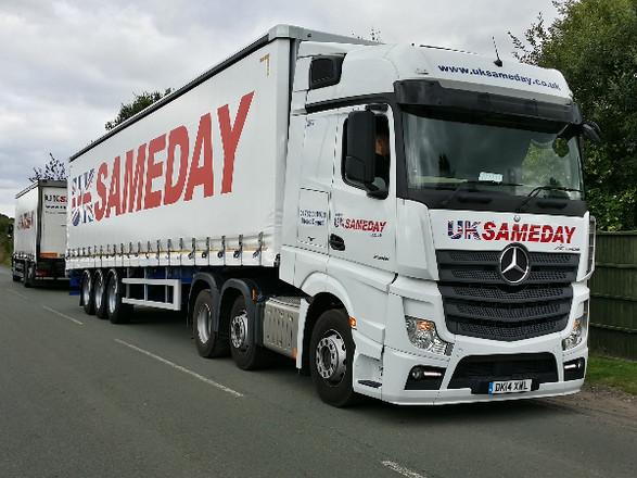 New Actros & Trailer for UK Sameday Stoke