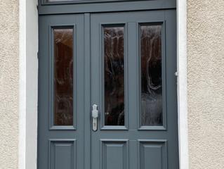 Hauseingangstür  mit Altdeutsch K weiß Glas