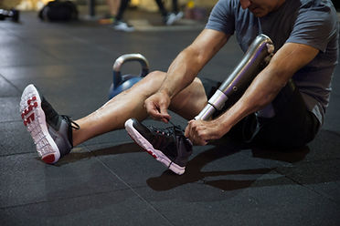 Atleta con pierna amputada