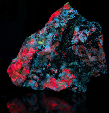 Fantasy Rock fluorescing under SW UV from Greenland